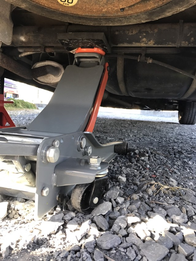 ムルティプラ タイヤ交換
