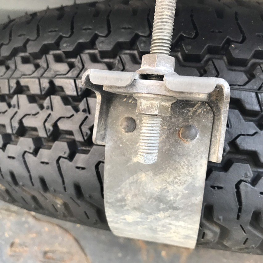 サンバートラック スペアタイヤ 交換