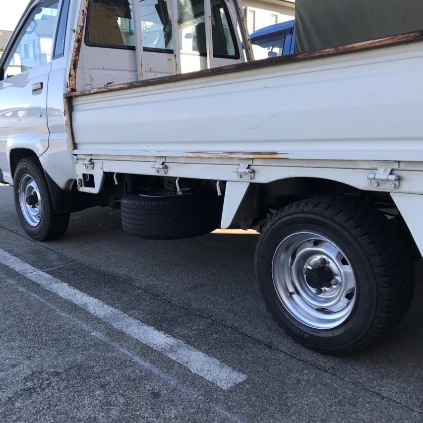 タウンエーストラック タイヤ交換