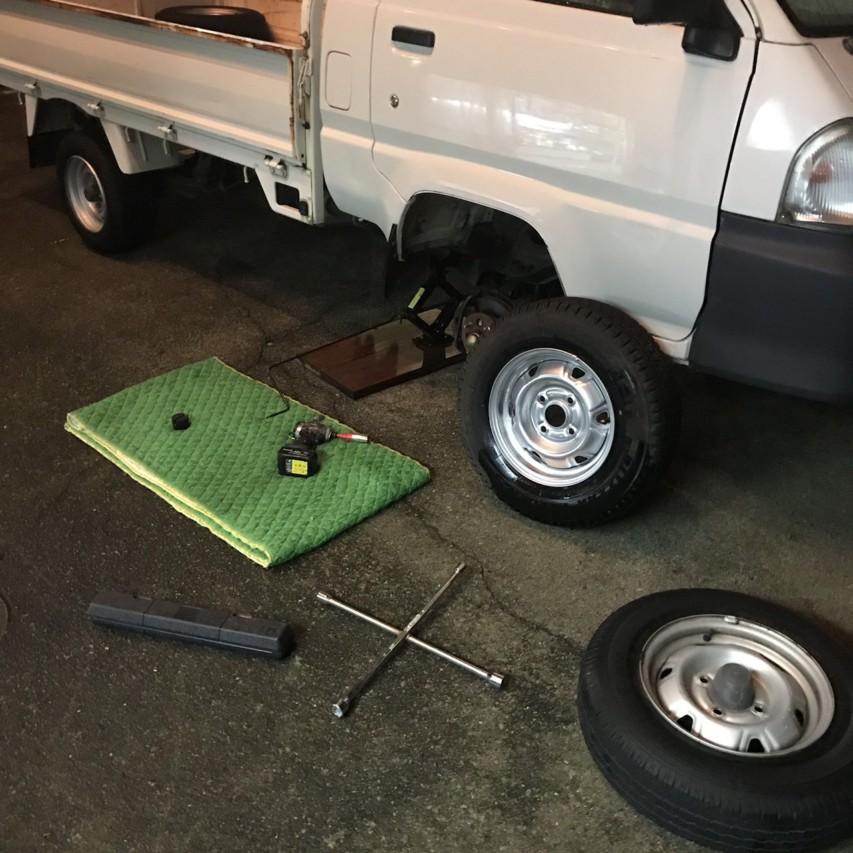 タウンエーストラック km70 タイヤ交換